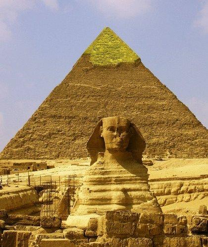 Mısır firavunu Khufu adına bir anıtsal mezar olarak inşa edilmiştir