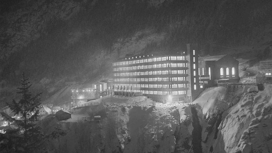 """Almanlar'ın Oslo'nun 160 kilometre batısındaki Vemork'ta  bir """"ağır su"""" fabrikasını hizmete açtılar."""