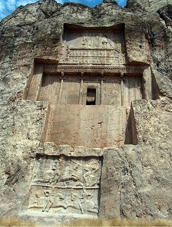 Büyük Darius hükümdarlığında ki gücünü sembolize eden mezarlık Nakş-ı Rüstem'de bulunuyor.
