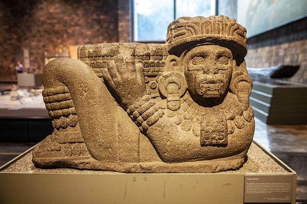Meksika Ulusal Antropoloji Müzesinde bulunan Chac Mool heykeli