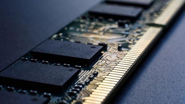 RAM bellek, bilgisayarınızın kısa süre içinde ihtiyacı olacağını düşündüğü şeyleri depoladığı ve ihtiyaç anında aşırı hızlı bir şekilde bu bilgileri okuyan donanımdır.