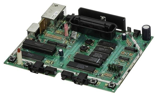 Anakart: Modern bir bilgisayar gibi karmaşık bir elektronik sistemin birincil ve en merkezî baskılı devre kartıdır. Apple